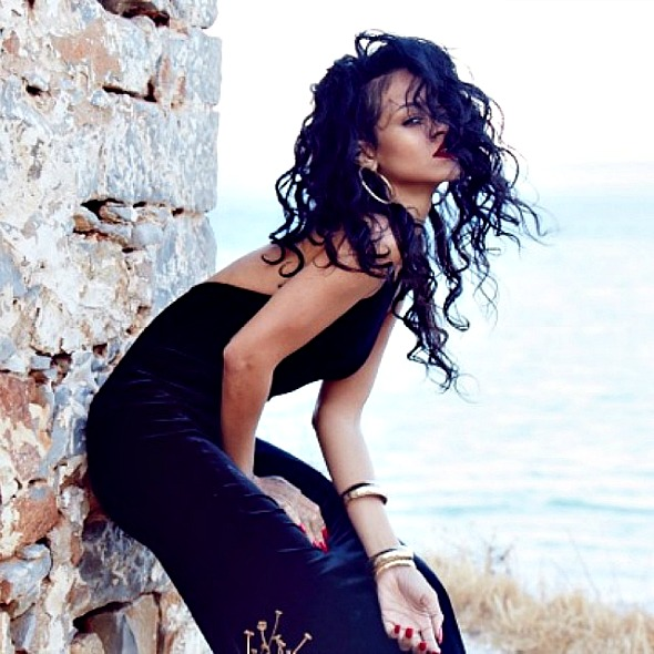rihanna-greece-3